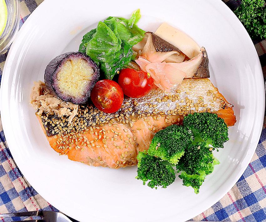 鮭のごま風味焼き
